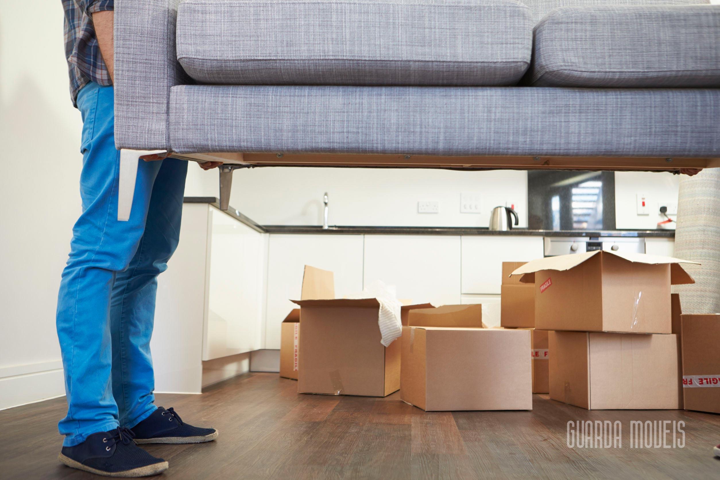 Conheça o jeito certo de transportar e guardar móveis